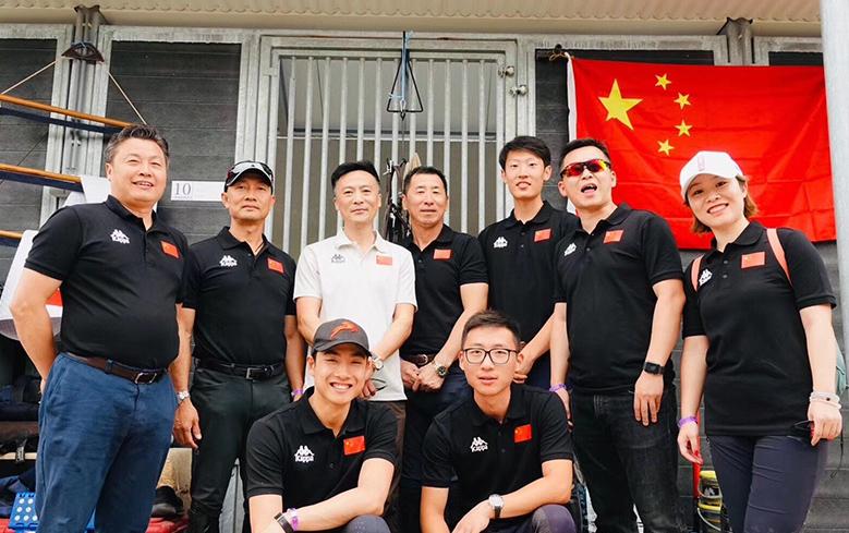 奥运马术中国队相符影,左三为中国马术协会秘书长钟国伟
