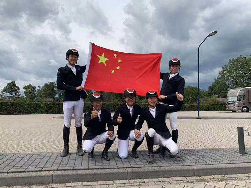 8月,中国马术窒碍队赢得珍贵的奥运入场券