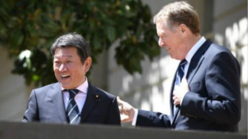 茂木敏充(左)与美国贸易代表莱特希泽