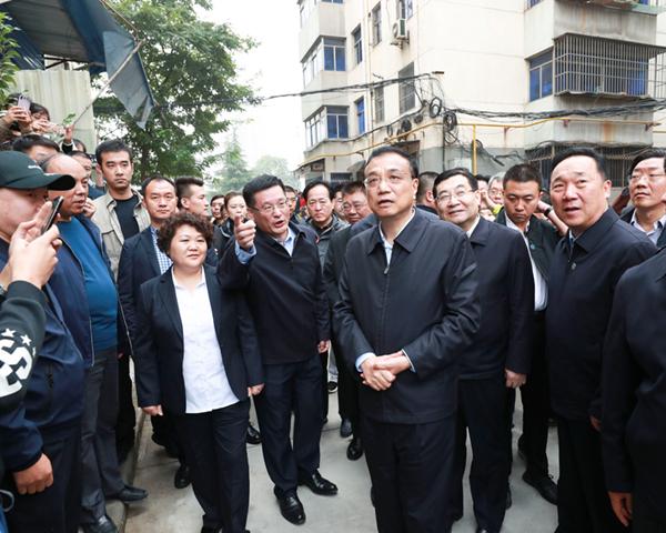 """总理西安考察走进旧改小区,好看好住""""里政策信号很重要"""