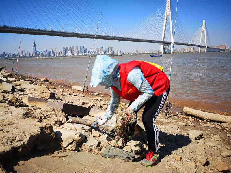 """第二届中国""""河流净滩日"""",280个团队,15387名自愿者开展净滩说相符走动,共清算河滩垃圾23.6553吨  供图/河流守看者"""