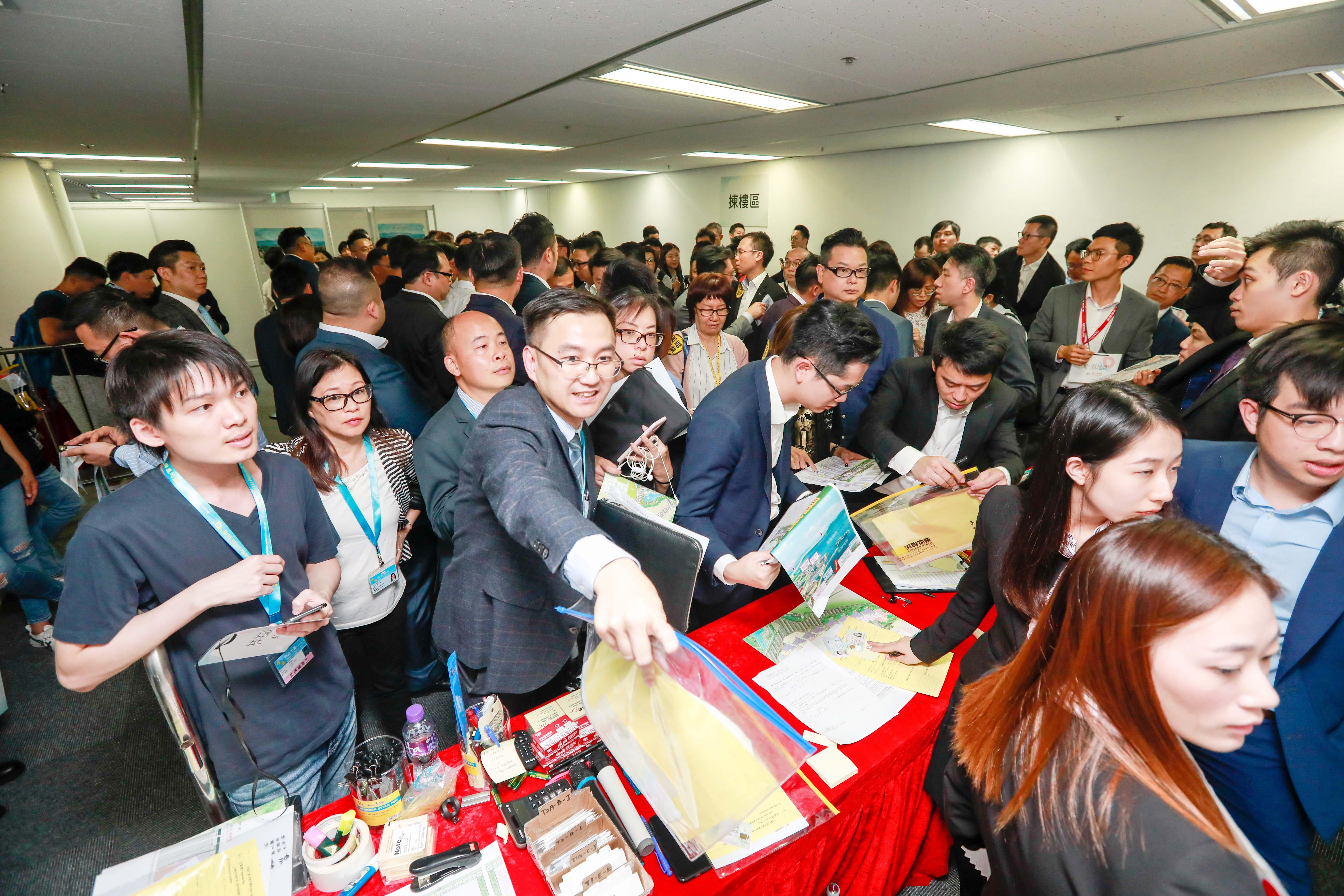 恒大香港首个项目受到香港市民热捧