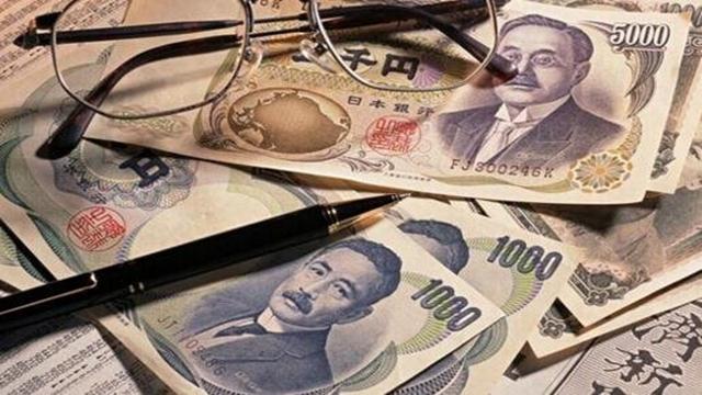 """""""雪上加霜!消费税上调后,民调显示超70%日本民众对经济前景感到不安"""