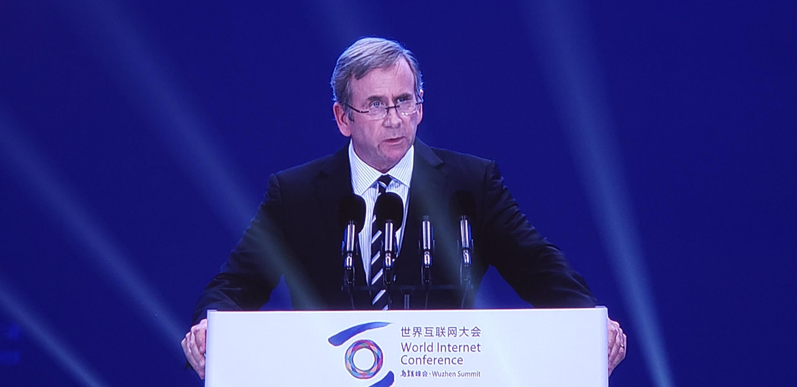 高通执行副总裁兼技术许可业务总裁Alex Rogers (亚历克斯•罗杰士)在第六届世界互联网大会全体会上发表演讲