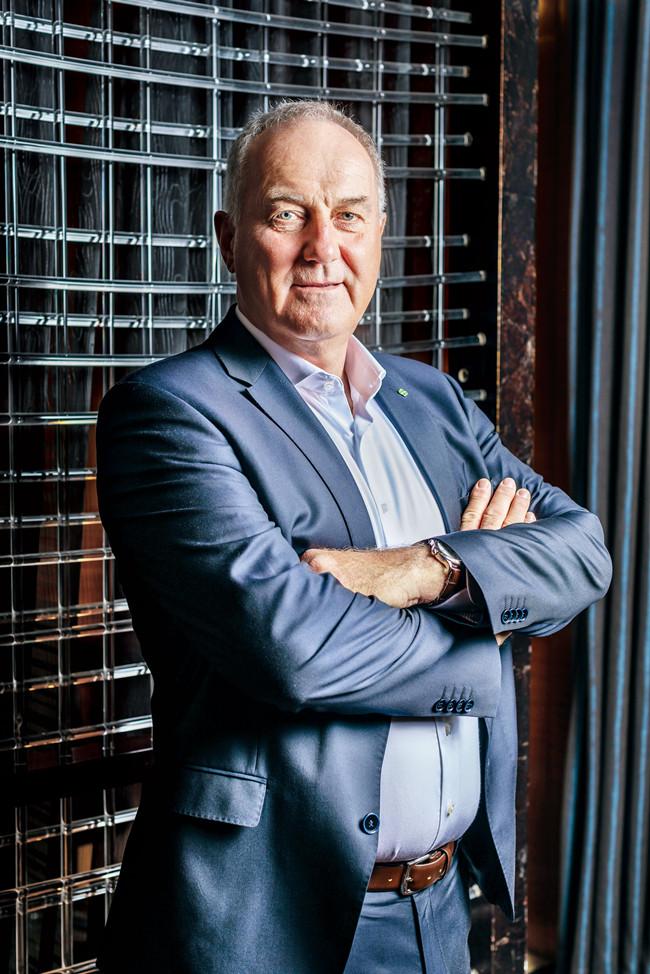 Alexander Kocher 是Elektrobit的总裁兼总经理。Elektrobit(EB)是汽车行业嵌入式和互联软件产品领域的全球供应商。
