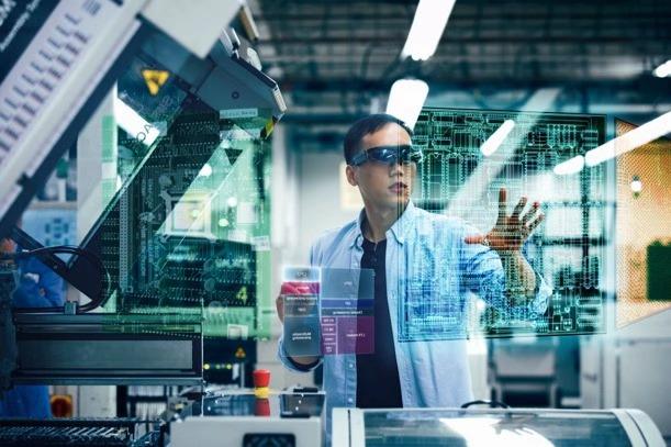 早在2011年,高通內部已經開始針對VR和AR這兩種技術做相關的研發,當時工程師們甚至已經把技術和想法做成了可以實現的產品形態