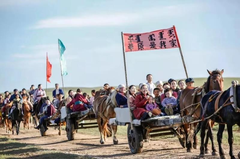 50多年前,约有3000名江南各地的弃儿被送到内蒙古草原抚养。