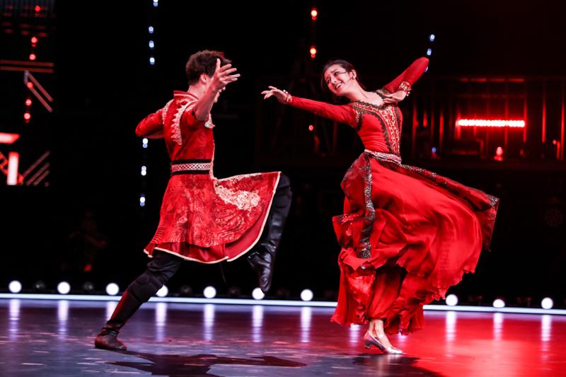 《舞蹈风暴》节目组用时一年,从专业艺术院校、院团、舞蹈工作室,近6000组不同风格的舞者中,最终36组进入电视甄选