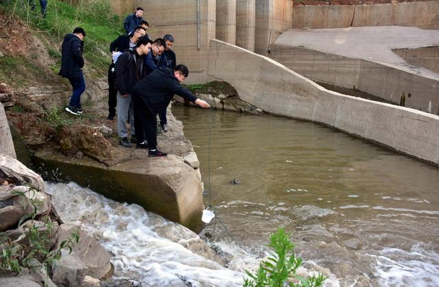 11月19日,长江入河排污口现场排查(第二批)现场实训。摄影/章轲