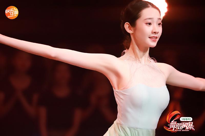 《舞蹈风暴》舞者张艺凡就读于北京舞蹈学院,在最近热播的影片《少年的你》中有参演