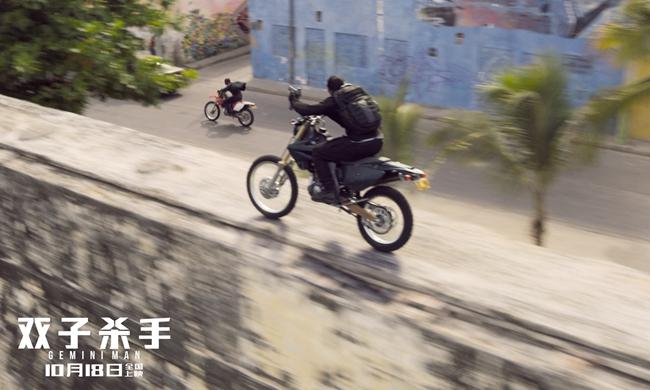 在哥伦比亚的第二波追杀,正是典型的CS游戏架构,连动作设计都如出一辙。