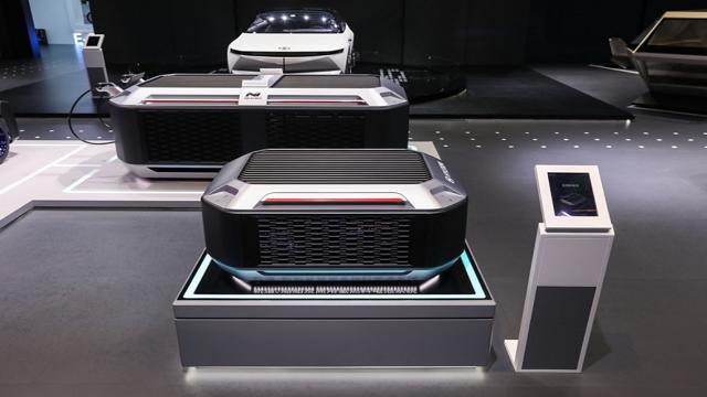 进博会期间,现代汽车展示燃料电池。