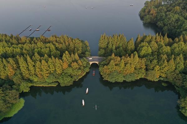 杭州西湖秋色。