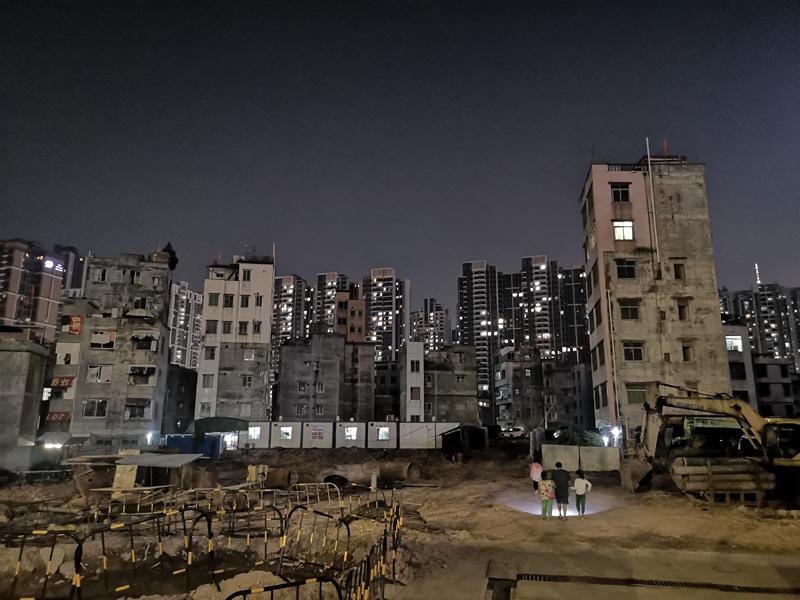广州的城中村居住着约500万人   摄影记者/任玉明
