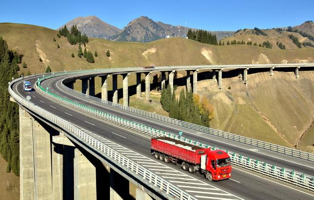 明年将启动建设一批国家高速公路、清淡国道待贯路段项现在和拥挤路段扩容改造。摄影/章轲