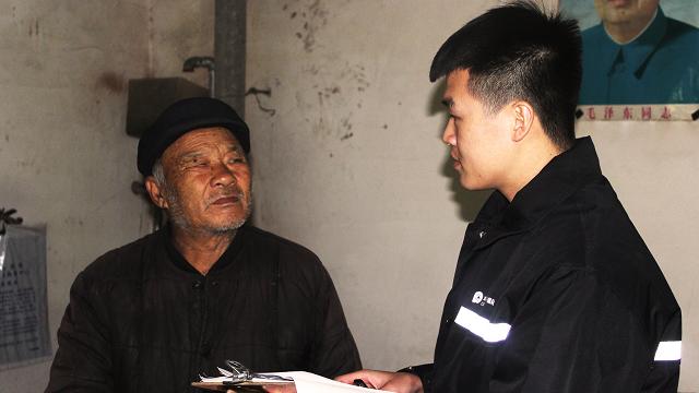 """""""防贫保""""项目团队工作人员在河北魏县开展入户核查工作"""