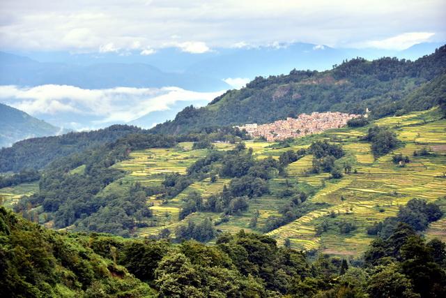 山区国土面积占全国国土面积的74.7%,扶持山区发展就是夯实中华民族永远繁衍滋生和国家长治久安的基础。摄影/章轲