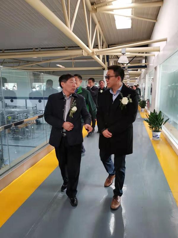天长市委市政府领导一行在嘉士伯中国董事总经理李志刚陪同下参观精酿线