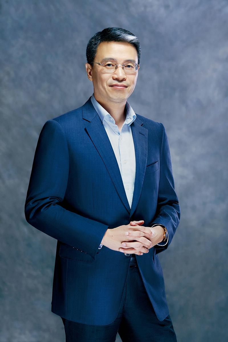郑培明 奥的斯中国总裁。 创立于1853年的奥的斯是电梯、自动扶梯和自动人行道产品的制造商、安装和服务提供商。