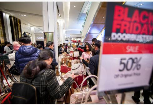"""美国去年""""黑色星期五""""购物热情高涨"""