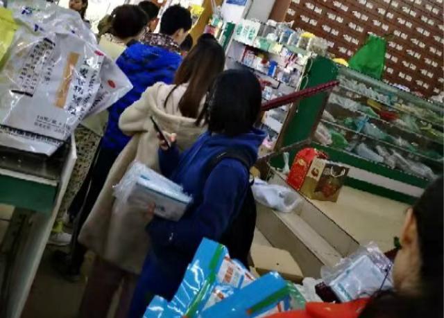 直击武汉、广州、上海:口罩大脱销 商家紧急加班加产
