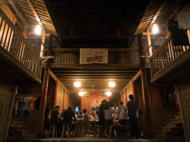 九龙村里,由供销社转变而来的小卖部,开出了一家来自福州的咖啡快闪店。  摄影/张健