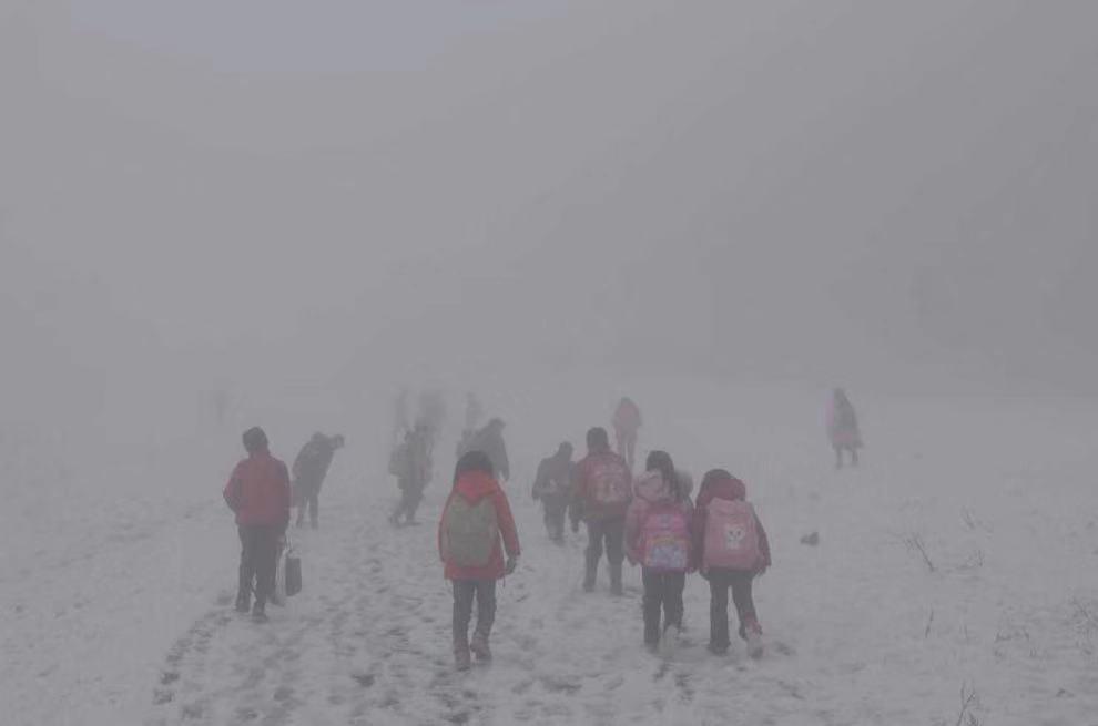 乡村学生艰难上学路,图片来源:阿里巴巴