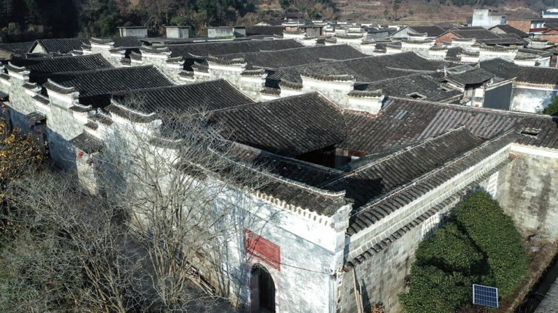 晚清,洲湖巨富黄徽柔在福州及台湾、南洋经商致富后,在家乡洲湖村的中心位置购买土地,用三年时间建造了这座船形宅院。