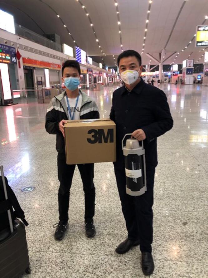 华大基因张晓平老师连夜带队从深圳高铁出发驰援医院组建检测实验室