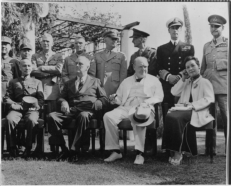 20世纪爆发了两场空前激烈的世界大战,大国中唯有美国是大赢家,以及三次都站队准确的中国。