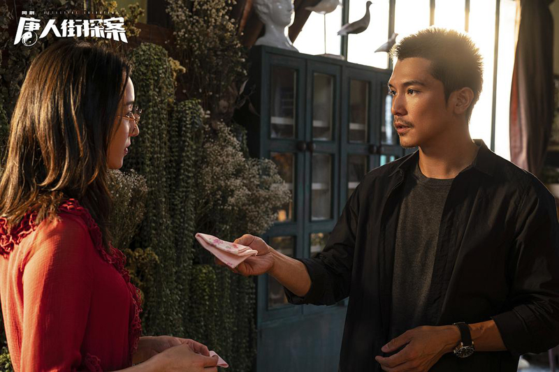 网剧《唐人街探案》1月1日登陆爱奇艺,在电影故事的基础上,引入新的案件和人物,进一步丰富着唐探IP。