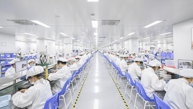 电子烟的制造工厂。(来源:悦刻官网)