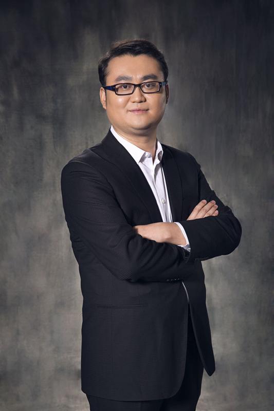 2016年,谢晓冬选择离开传统拍卖,跨界到互联网领域,创立在艺App。