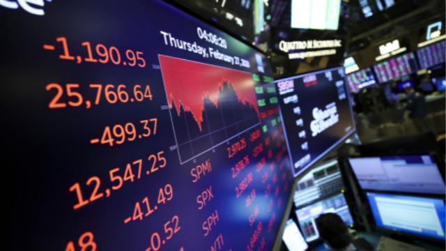 回调通常是指某一主要股票指数从最近的52周高点下跌10%。