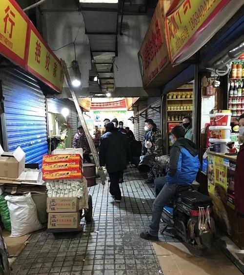 几家关闭的店铺,附近店员说是此前销售野味的店铺