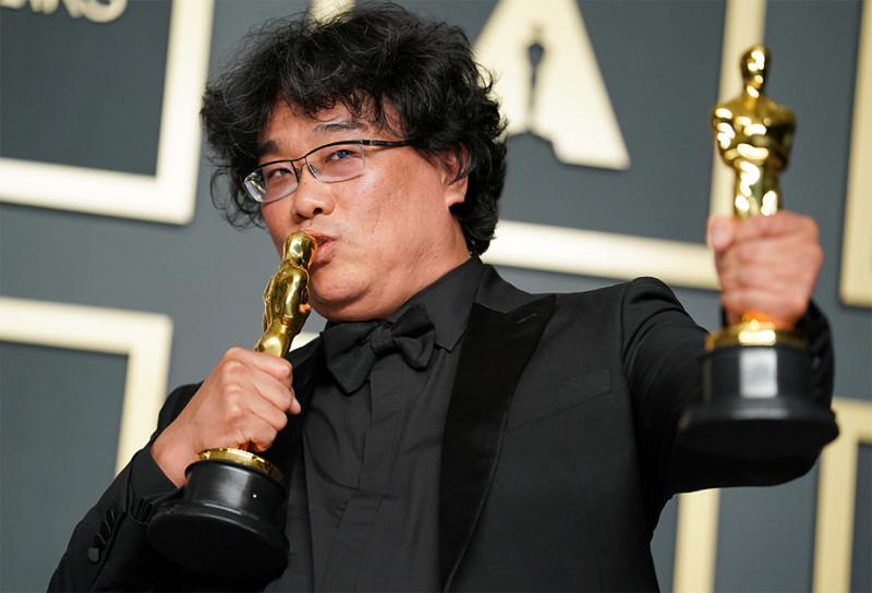 奉俊昊导演的影片《寄生虫》斩获本届奥斯卡最佳影片、最佳导演、最佳国际影片、最佳原创剧本四项大奖。  视觉中国图