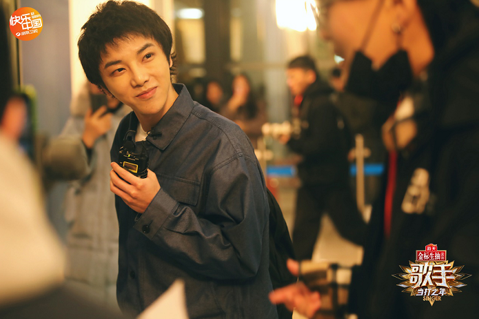 凭借《寒鸦少年》和《斗牛》,华晨宇蝉联两期冠军。