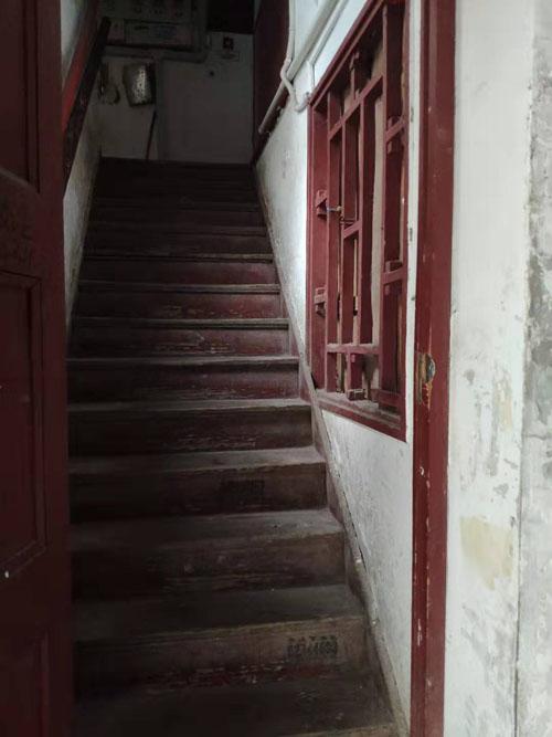 新村房屋内部设施普遍老旧,原居民大多搬离