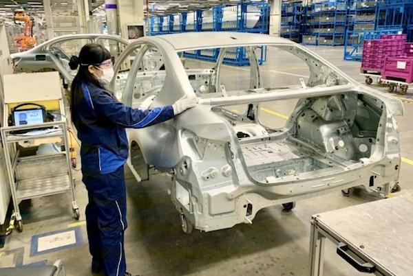 宝马在华逐步复工复产,员工每天标配两个口罩