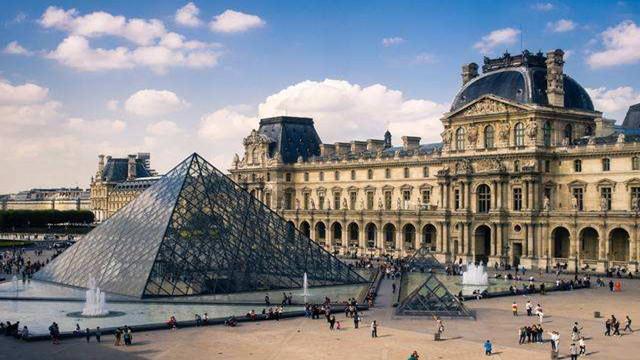 法国新冠疫情继续发酵 官员确诊、卢浮...
