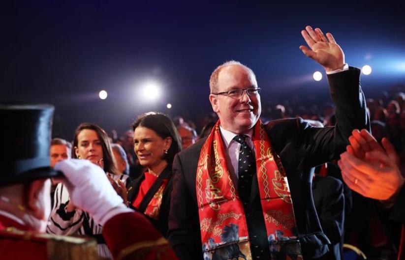 摩纳哥公国元首阿尔贝二世亲王办公室19日发表声明,确认阿尔贝二世亲王新冠病毒检测呈阳性。 这是2020年1月16日拍摄的摩纳哥亲王阿尔贝出席蒙特卡洛马戏节的资料照片。新华社