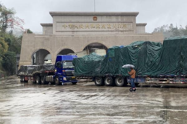"""在友谊关口岸,</p><p>""""但中国外贸产业链结构完备、新华社发"""