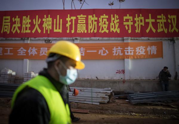 2月1日,武汉火神山医院即将完善。新华社图