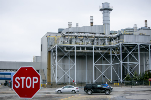 福特、通用和克莱斯勒皆于当地时间3月19日起暂停在北美的所有生产工作