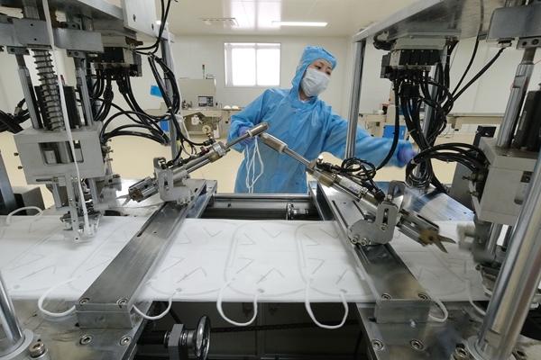 中国的口罩生产产能迅速扩大。新华社