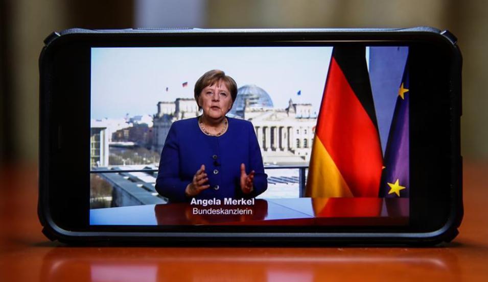 德国总理默克尔18日晚发表电视讲话说,新冠肺炎疫情是德国自二战以来遭遇的最大挑战,她呼吁民众严格遵守政府出台的限制性措施。 新华社