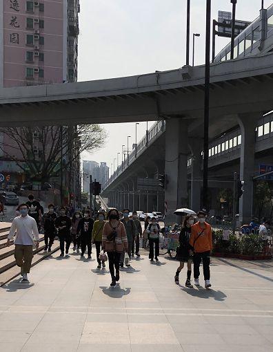广州海珠区万国奥特莱斯门前的十字路口。林小昭/摄