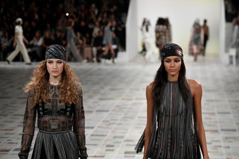 上周,Dior 2020 秋冬成衣发布秀在6 位中国明星的加持下,秀场直播观看人数破1000万。  新华社图