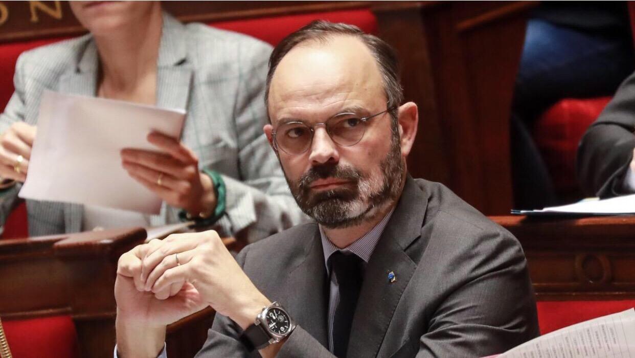 法国政府不经议会表决强行通过退休制度改革法案