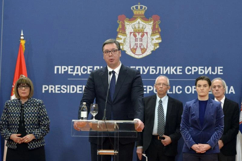 首批来自中国的援助物资运抵塞尔维亚